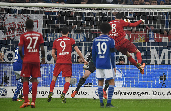 FCB BAUT TABELLENFÜHRUNG AUS (1:3)