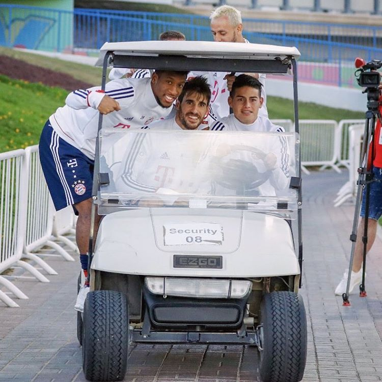 Javi Martinez during the FC Bayern winter training camp at Doha (2018, January)