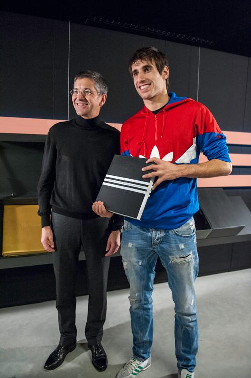 Javi Martínez renueva en Herzogenaurach -Alemania- su vinculación con Adidas (10-12-12)