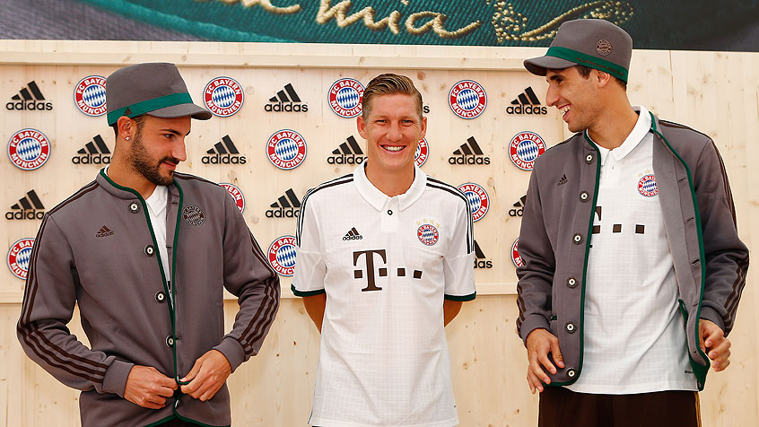 Javi Martínez unveils new adidas third kit for FC Bayern (01-09-13)