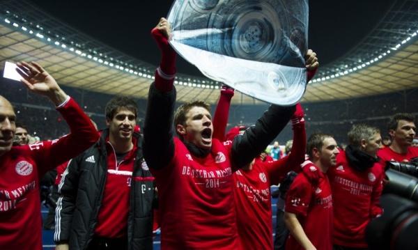 Javi gets in Berlin his second Bundesliga title (25-03-14)