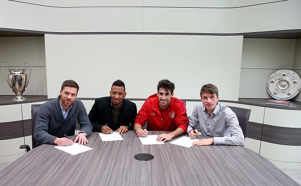 Javi Mar'inez ampl'ia su contrato con el F.C. Bayern hasta 2021 (21-11-15)