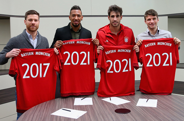 Javi extends deal with FC Bayern to 2021 (21-11-15)