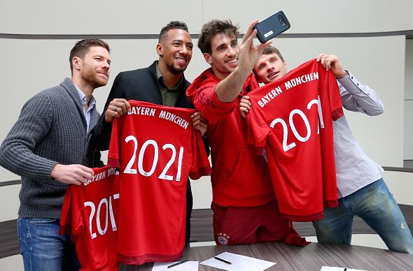 FCB verlÄngert vertÄge mit Javi (21-11-15)