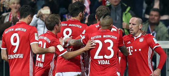 El l�der abre brecha con el Hertha (3-0)