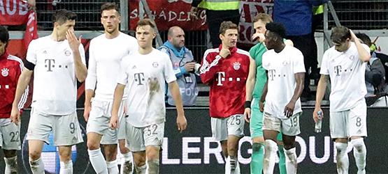 Un Bayern con 10 cae en Frankfurt (5-1)