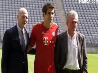 Javi Martínez unveiled as new Bayern München Player in the Allianz Arena Stadium (31-08-12) MARCA TV