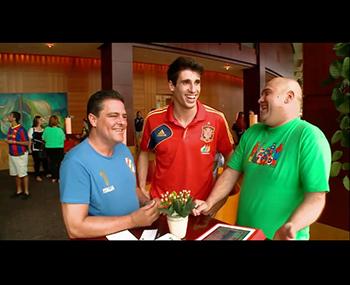 Javi Martínez se apunta al Café de La Roja (05-06-13) AS TV