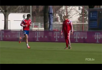 Javi starts jogging on Säbener Strasse pitch (26-02-15) FCBTV