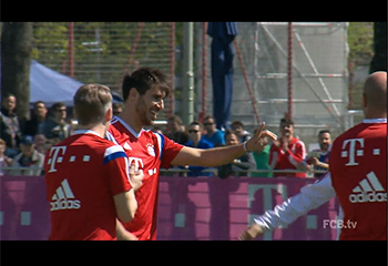 Javi Martínez back to work with the group (22-04-15) FCBTV