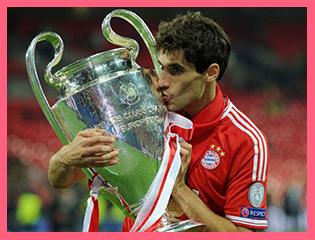 Javi Martínez besa su primera Copa de Europa